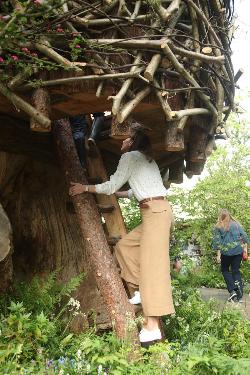 LONDON, UNITED KINGDOM - MAY 20: Catherine, Duchess of Cambridge climbs the ladder into the treehouse during a visit to her garden at the RHS Chelsea Flower Show at the Royal Hospital Chelsea on May 20, 3019 in London, United Kingdom. (Photo by Yui Mok – WPA Pool/Getty Images)
