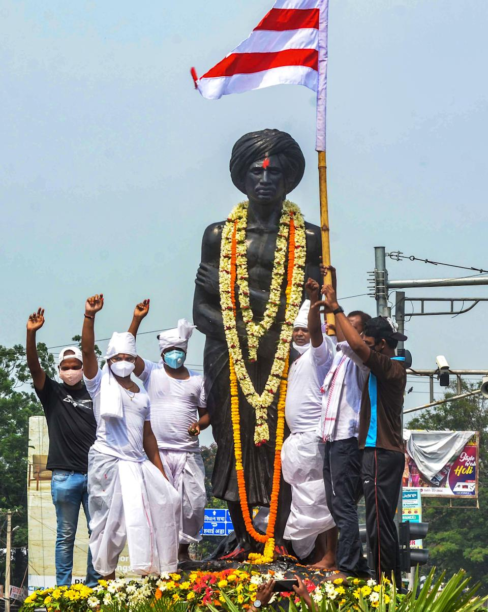 Tribal pahans perform traditional rituals as they pay tribute to Jharkhand freedom fighter Birsa Munda on his death anniversary, at Birsa Munda Chowk in Ranchi on Wednesday, 9 June.