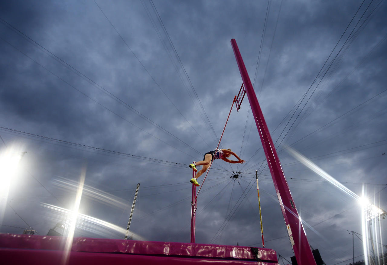 Germany's Martina Strutz competes during the women's pole vault final at the London 2012 Olympic Games at the Olympic Stadium August 6, 2012. REUTERS/Kai Pfaffenbach (BRITAIN  - Tags: OLYMPICS SPORT ATHLETICS)
