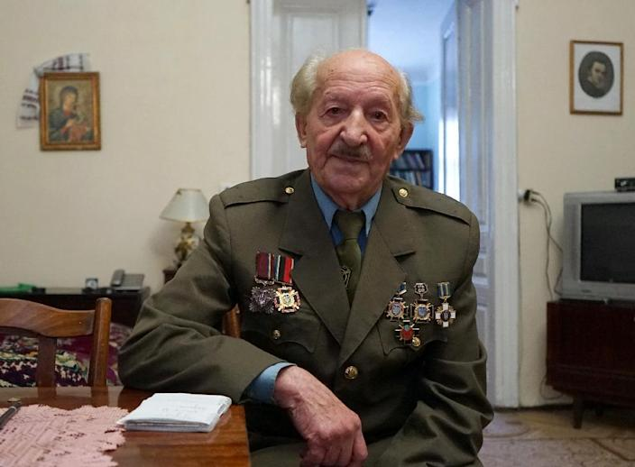 Former Ukrainian Insurgent Army (UPA) fighter Oles Gumenyuk, 90, pictured in his home in Lviv on April 21, 2015 (AFP Photo/Yuriy Dyachyshyn)