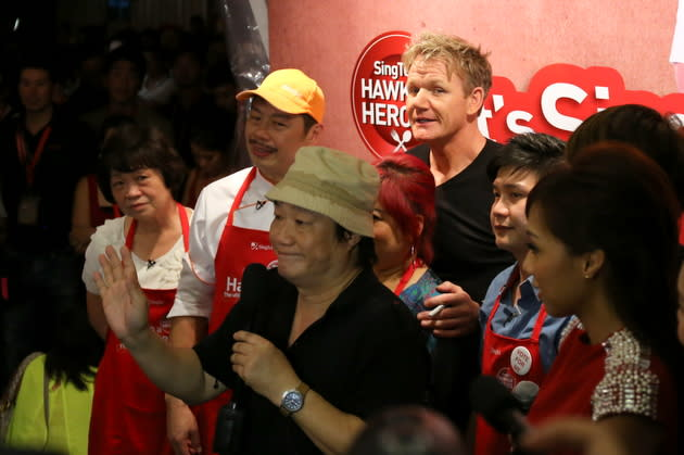 Singapore hawkers won against Gordon Ramsay 2-1. (Yahoo! photo/Catherine Ling)