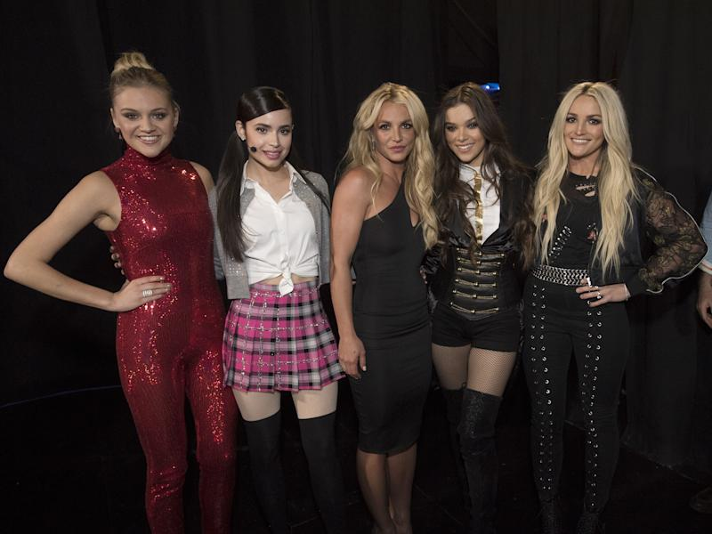 Hailee Steinfeld, Kelsea Ballerini, and Sofia Carson were there too!