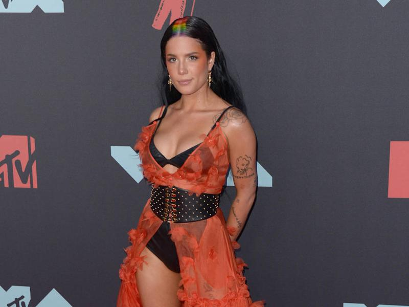 Halsey rocks rainbow roots at 2019 MTV Video Music Awards