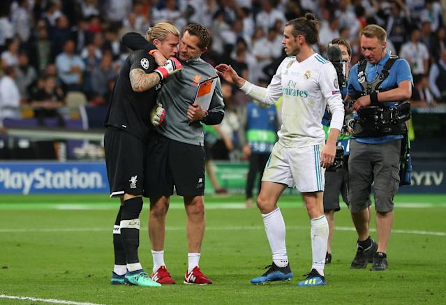 Soccer Football - Champions League Final - Real Madrid v Liverpool - NSC Olympic Stadium, Kiev, Ukraine - May 26, 2018 Real Madrid's Gareth Bale consoles Liverpool's Loris Karius after the match REUTERS/Hannah McKay