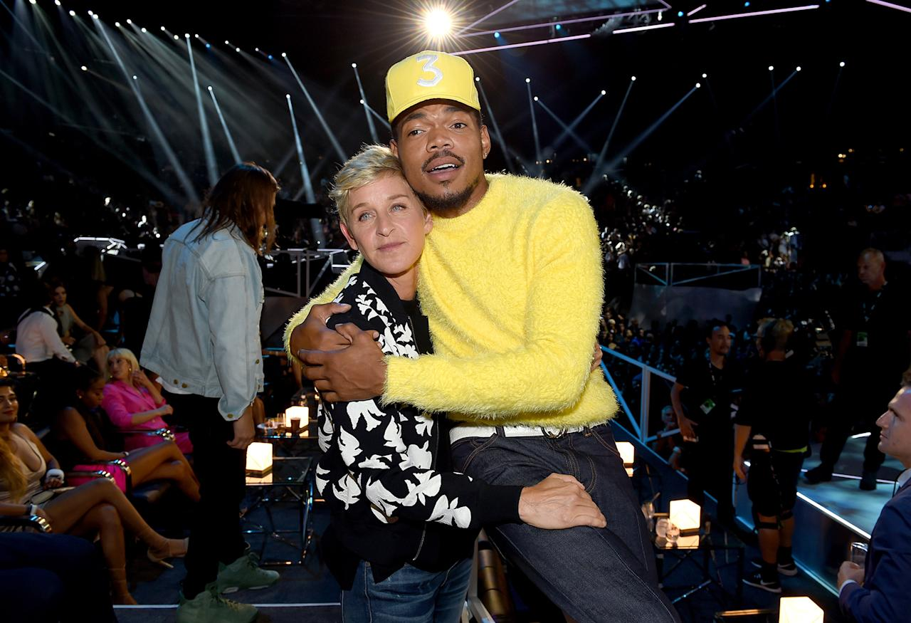 <p>Ellen DeGeneres, left, and Chance the Rapper pose during the 2017 MTV Video Music Awards at the Forum in Inglewood, Calif., on Aug. 27, 2017. (Photo: John Shearer/Getty Images for MTV) </p>