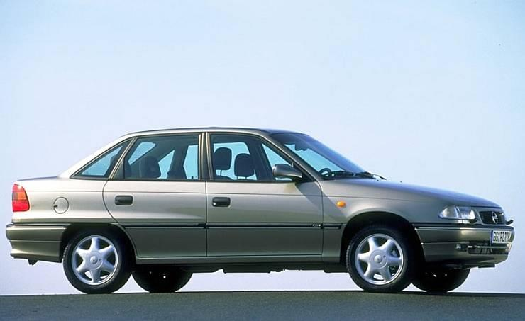 The Astra was the first German sedan to be launched in India and was a runaway success. It was a decent car and with many luxury features for the time.