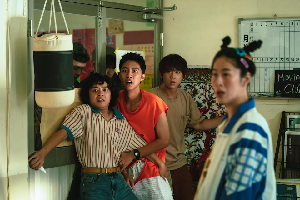Stone (Kent Tsai), the leader of the school's supernatural society, goes on spooky expeditions with Kam (Hong Qun-hun), French Toast (Keung To), Pui On (Tammy Lin), and Ching Fong (Pai Ching-i) in Sometimes When We Touch. (Photo: Viu)