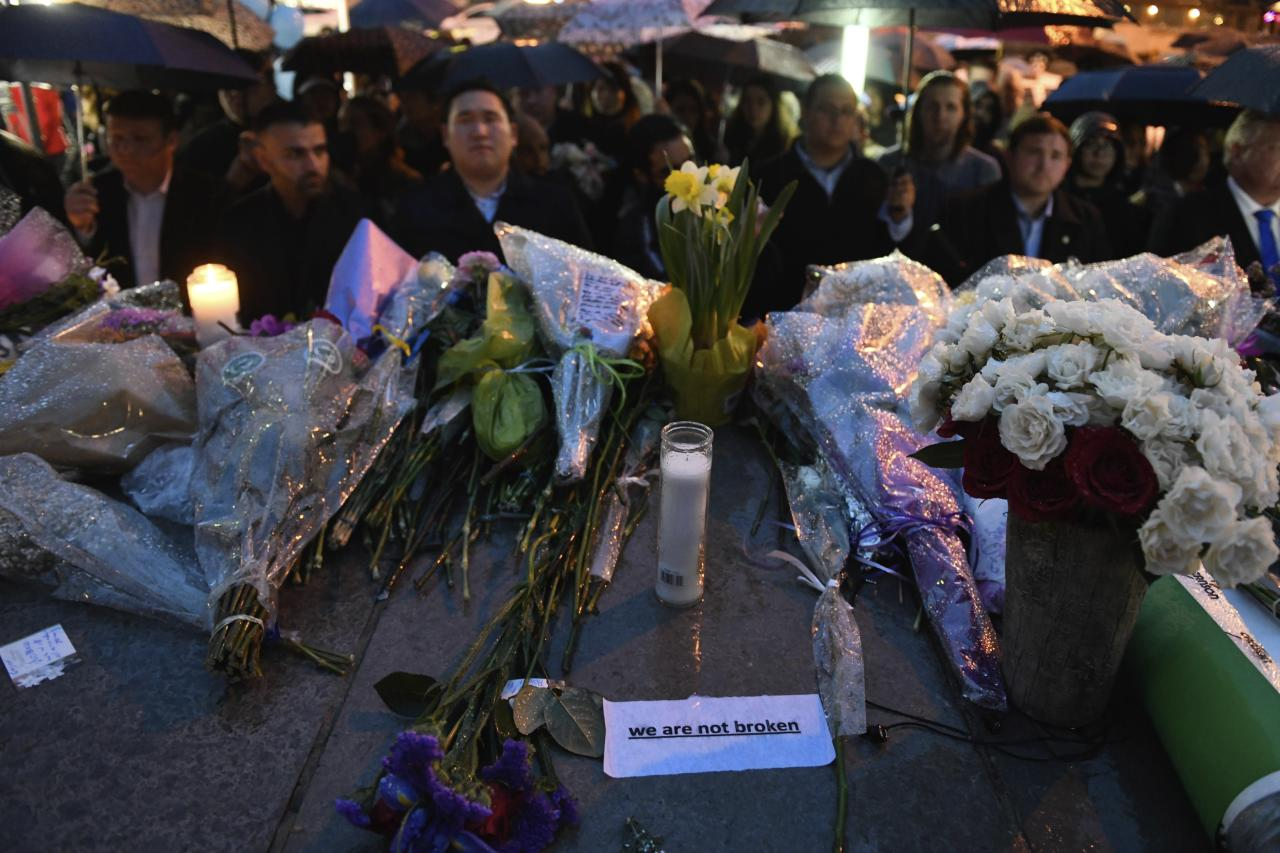 <p>Messages of hope and grief are left at a vigil on Yonge Street in Toronto, Tuesday, April 24, 2018, after multiple people were killed and others injured in Monday's deadly attack in which a van struck pedestrians on a Toronto sidewalk. (Photo: Galit Rodan/The Canadian Press via AP) </p>