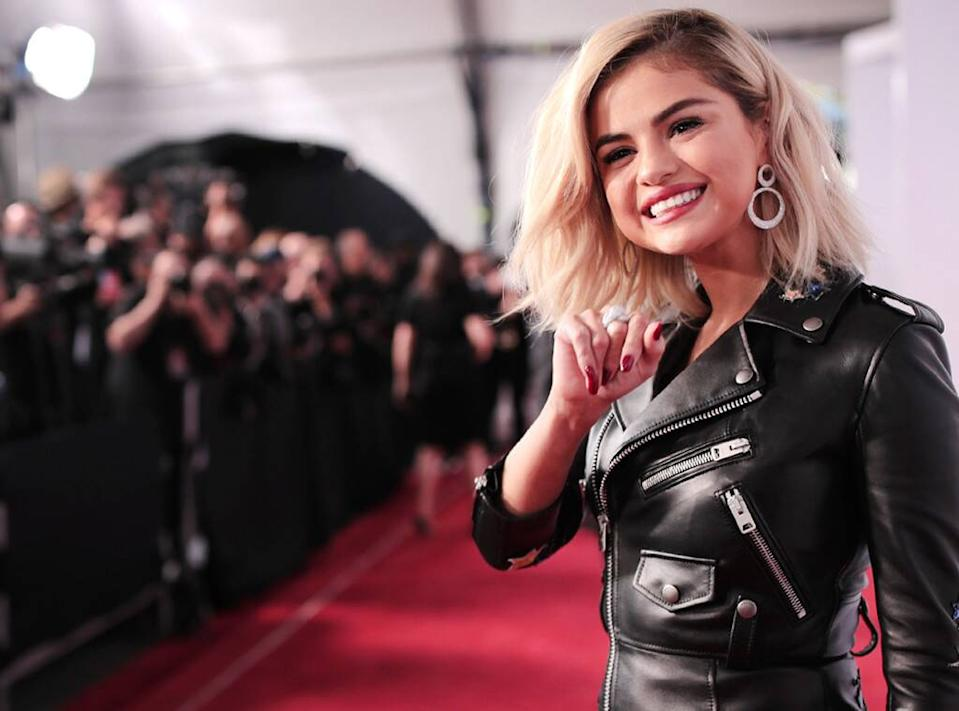 Selena Gomez Posts New Spanish-Language Single De Una Vez