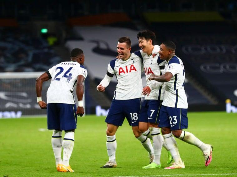 Giovani Lo Celso of Tottenham Hotspur celebrates with teammates (Getty)