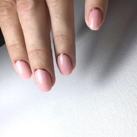 """<p>Another super simple design which shows its all about the placement, keeping the rose gold in a neat curve just above the cuticle.</p><p><a href=""""https://www.instagram.com/p/Bm24wNChoJH/"""" rel=""""nofollow noopener"""" target=""""_blank"""" data-ylk=""""slk:See the original post on Instagram"""" class=""""link rapid-noclick-resp"""">See the original post on Instagram</a></p>"""