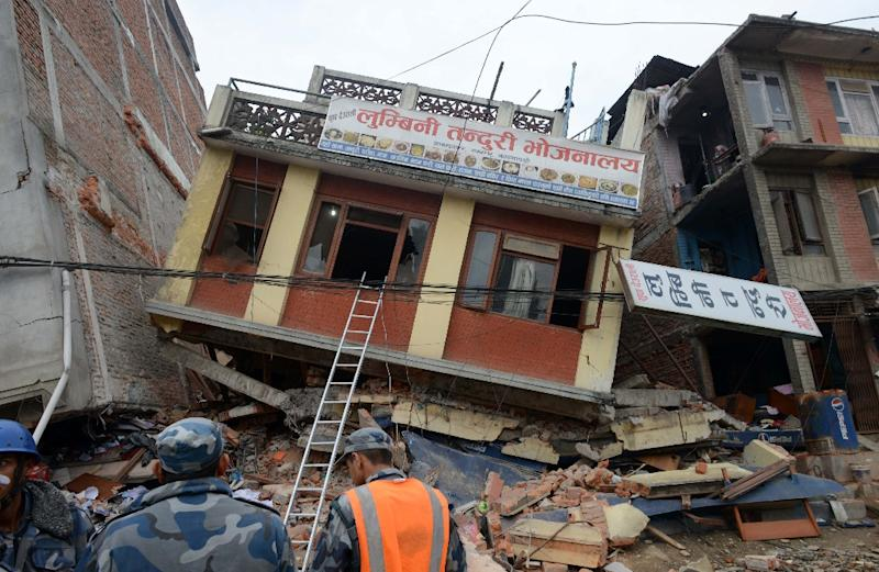 Nepalese rescue personnel observe damaged buildings following an earthquake in Kathmandu on April 26, 2015 (AFP Photo/Prakash Mathema)