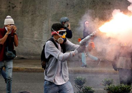 Demonstrator fires a homemade mortar during rally against Venezuela's President Nicolas Maduro in Caracas, Venezuela May 1, 2017. REUTERS/Carlos Garcia Rawlins