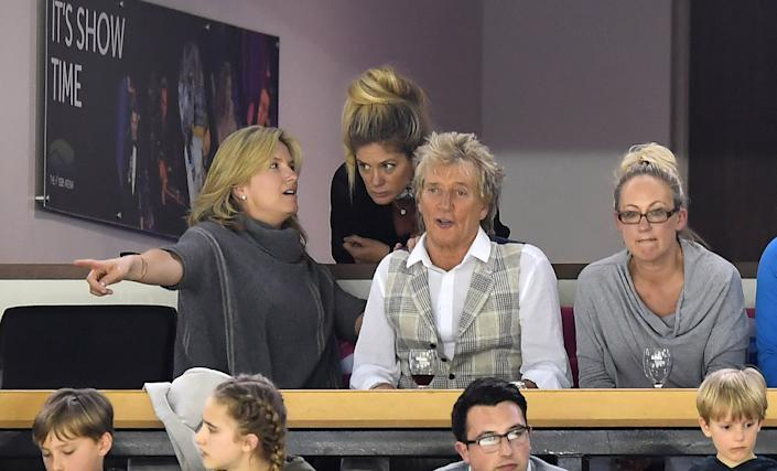 BELFAST, NORTHERN IRELAND - APRIL 29: Rod Stewart (R) and wife Penny Lancaster (L) and Rachel Hunter (C) with family members during the Ice Hockey Division 1B World Championship event at SSE Arena Belfast on April 29, 2017 in Belfast, Northern Ireland. (Photo by Charles McQuillan/Getty Images)
