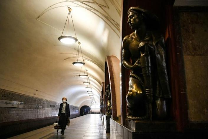 A passenger in a protective mask walks on a platform at a metro station in Moscow during a strict lockdown in Russia to stop the spread of COVID-19 (AFP Photo/Kirill KUDRYAVTSEV)