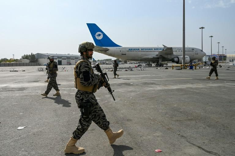 Taliban Badri special force fighters secure the airport in Kabul after the US' withdrawal (AFP/Wakil KOHSAR)