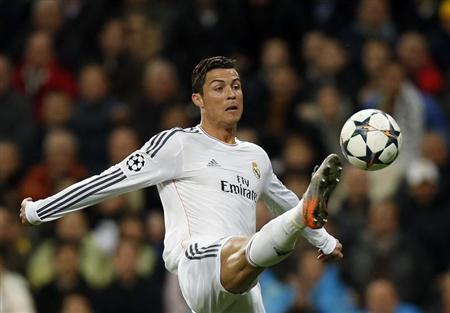 Real Madrid's Cristiano Ronaldo controls the ball during their Champions League quarter-final first leg soccer match against Borussia Dortmund at Santiago Bernabeu stadium in Madrid April 2, 2014. REUTERS/Juan Medina