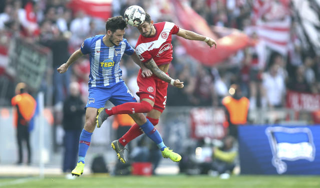 Berlin's Mathew Leckie, left, and Duesseldorf's Matthias Zimmermann challenge for the ball during the Bundesliga soccer match between Hertha BSC Berlin and Fortuna Duesseldorf in Berlin, Germany, Saturday, April 6, 2019. (Andreas Gora/dpa via AP)