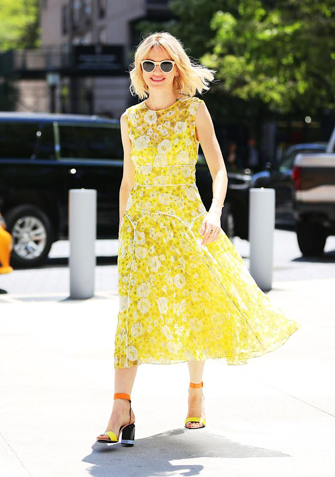 <h2>Sunny Day Dresses</h2>                                                                                                                                                                             <p><p>Naomi Watts in a Lela Rose dress and Pierre Hardy shoes in New York City, May 2017</p>                                                                                                                                                                               <h4>Splash News</h4>