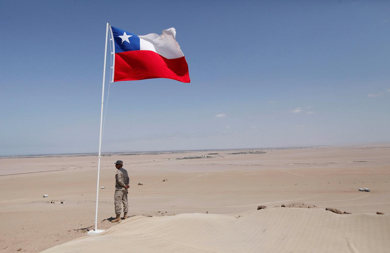 A Chilean army soldier stands guard at the border with Peru in the XV region Arica and Parinacota, located approximately 2,000 km north of Santiago ahead of the 15th Meeting of the States Parties of the Anti-personnel Mine Ban Convention in Arica, Chile November 27, 2016. REUTERS/Carlos Vera FOR EDITORIAL USE ONLY. NO RESALES. NO ARCHIVE.