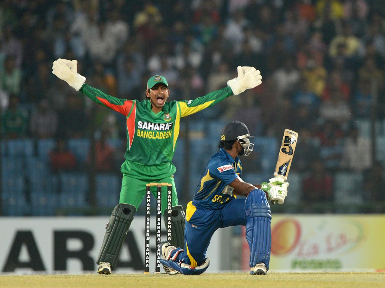 Bangladesh wicketkeeper Anamul Haque (L) makes asuccessful appeal for the wicket of Sri Lankan batsman Kusal Perera (R) during the second T20 cricket match between Bangladesh and Sri Lanka at The Zahur Ahmed Chowdhury Stadium in Chittagong on February 14, 2014.  AFP PHOTO/ Munir uz ZAMAN