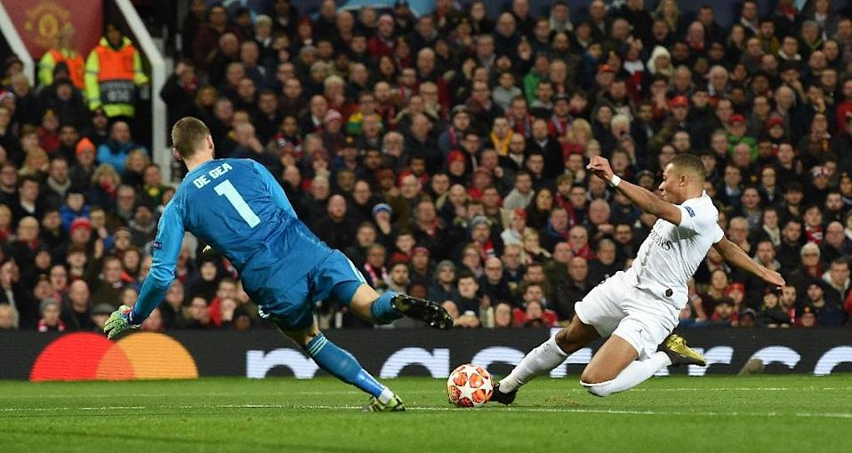 David de Gea (left) limited PSG to a 2-0 first leg lead in their Champions League last 16 tie against Manchester United (AFP Photo/Paul ELLIS )