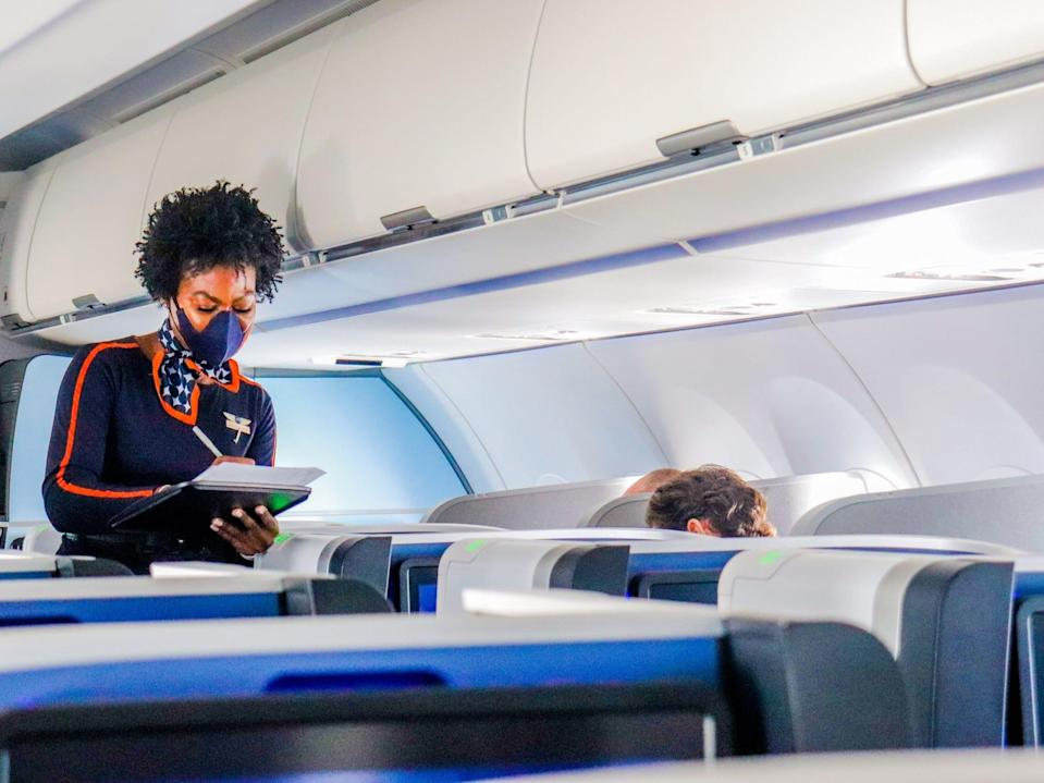 Flying JetBlue Airways from London to New York in Mint business class - JetBlue Airways London to New York in Mint business class flight 2021
