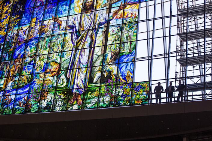 "<div class=""caption""> The Resurrection Window is approximately 80 feet above the floor and can be seen miles from the Leawood, Kansas, church. </div> <cite class=""credit"">Photo: Courtesy of Judson Studios</cite>"
