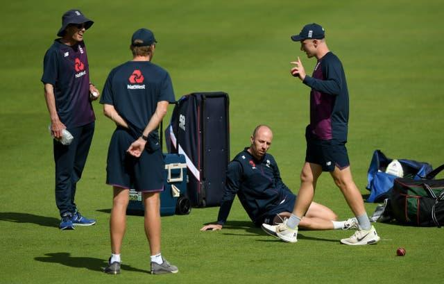 Bess (righr) is looking forward to lining up with old friend Jack Leach (seated).