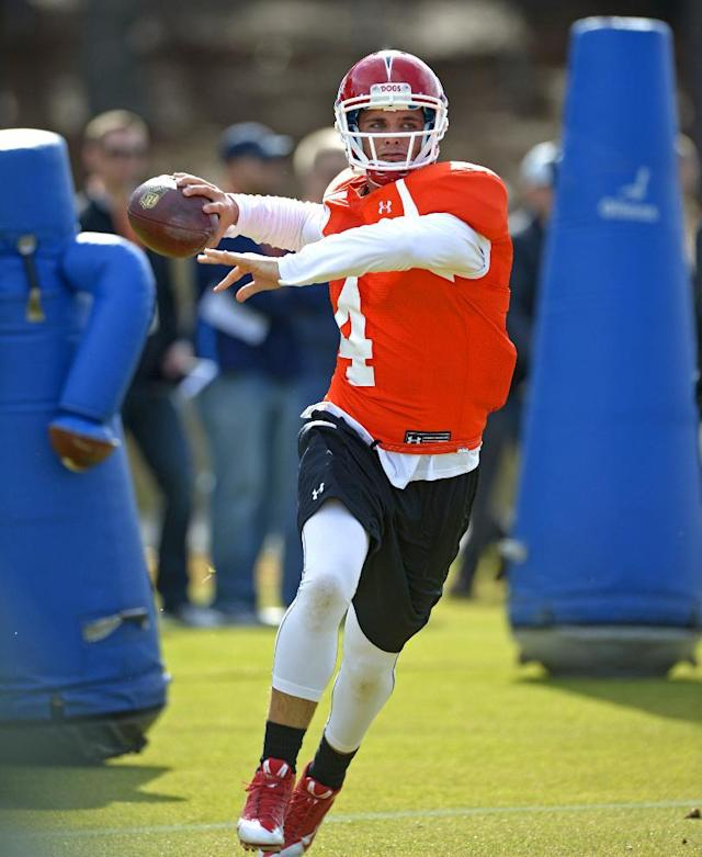 South Squad quarterback Derek Carr of Fresno State (4) throws on the run during Senior Bowl practice at Fairhope Municipal Stadium, Monday, Jan. 20, 2014 in Fairhope, Ala. (AP Photo/G.M. Andrews)