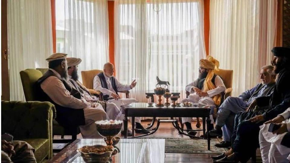 Ex-Afghan President Karzai meets Taliban leader; talks to form government