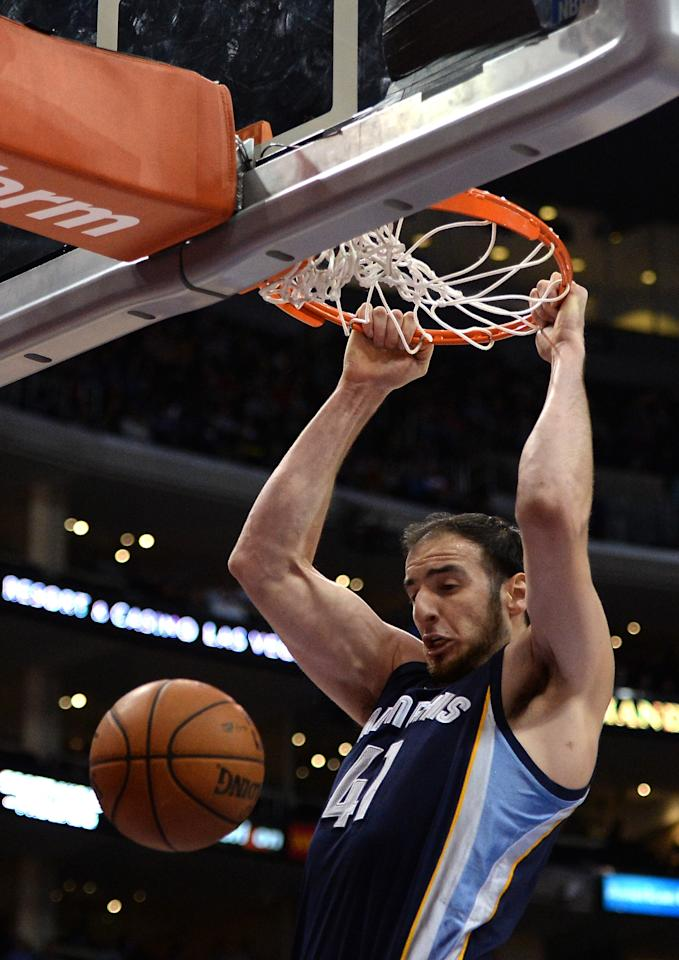 LOS ANGELES, CA - NOVEMBER 18: Kosta Koufos #41 of the Memphis Grizzlies dunks on the Los Angeles Clippers at Staples Center on November 18, 2013 in Los Angeles, California. NOTE TO USER: User expressly acknowledges and agrees that, by downloading and or using this Photograph, user is consenting to the terms and condition of the Getty Images License Agreement. (Photo by Harry How/Getty Images)