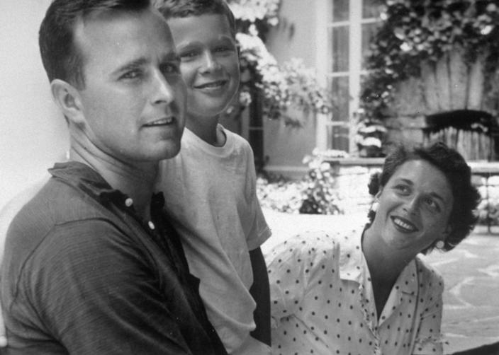 <p>George H.W. Bush with his son George W. Bush and wife, Barbara, in Rye, N.Y. (Photo: Corbis) </p>