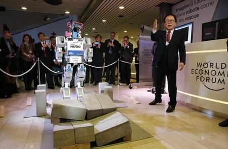 HUBO, a multifunctional walking humanoid robot performs a demonstration of its capacities next to its developer Oh Jun-Ho, Professor at the Korea Advanced Institute of Science and Technology (KAIST) during the annual meeting of the World Economic Forum (WEF) in Davos, Switzerland January 20, 2016.  REUTERS/Ruben Sprich