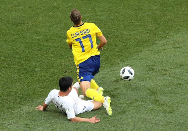 Soccer Football - World Cup - Group F - Sweden vs South Korea - Nizhny Novgorod Stadium, Nizhny Novgorod, Russia - June 18, 2018 South Korea's Kim Min-woo fouls Sweden's Viktor Claesson in the penalty area REUTERS/Lucy Nicholson