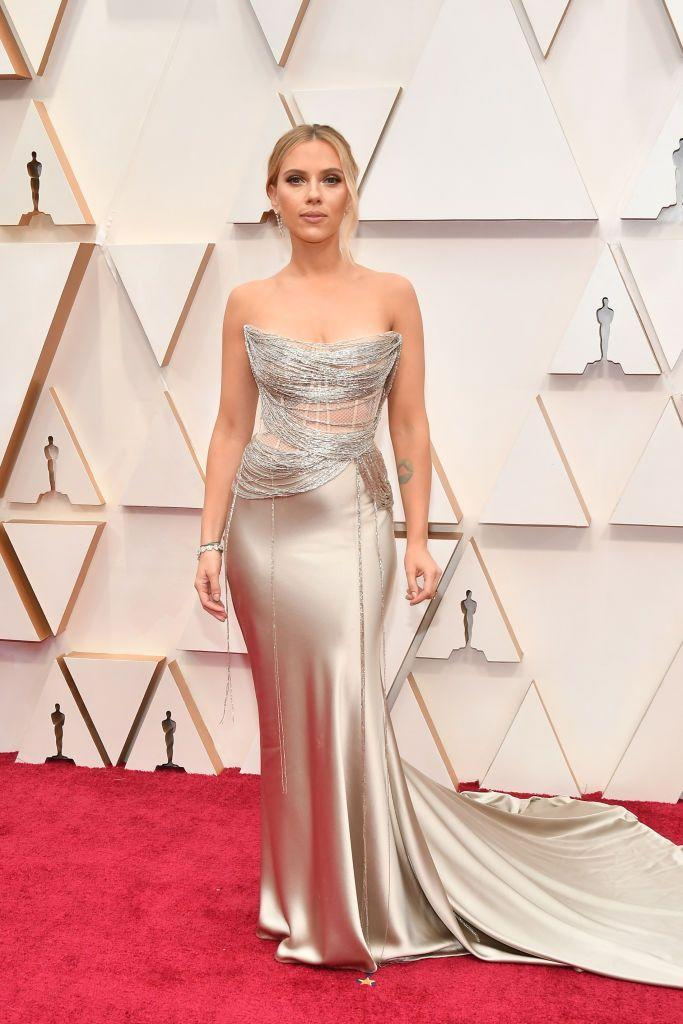 <p>Scarlett Johnasson dazzled the red carpet in an Oscar de la Renta gown and Forevermark jewelry.</p>