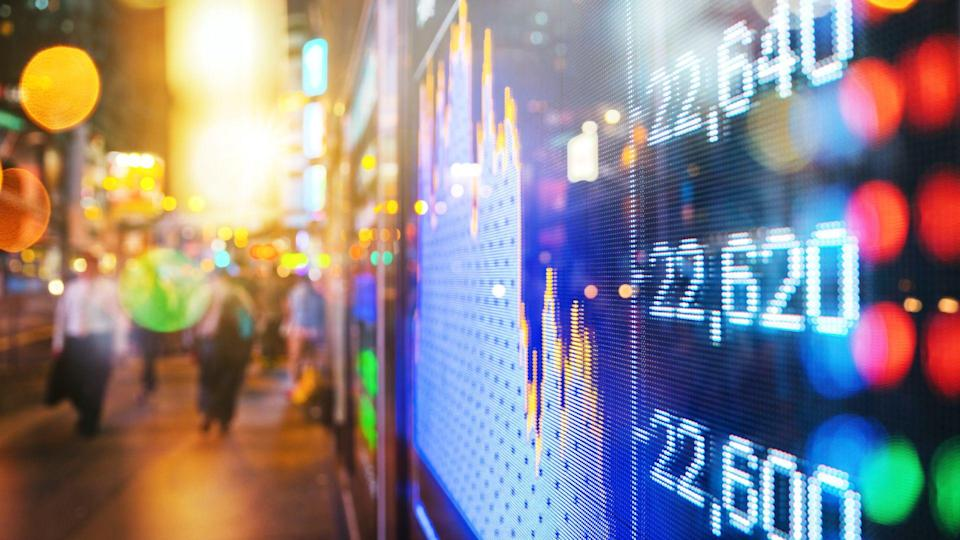 display stock market numbers and graph.