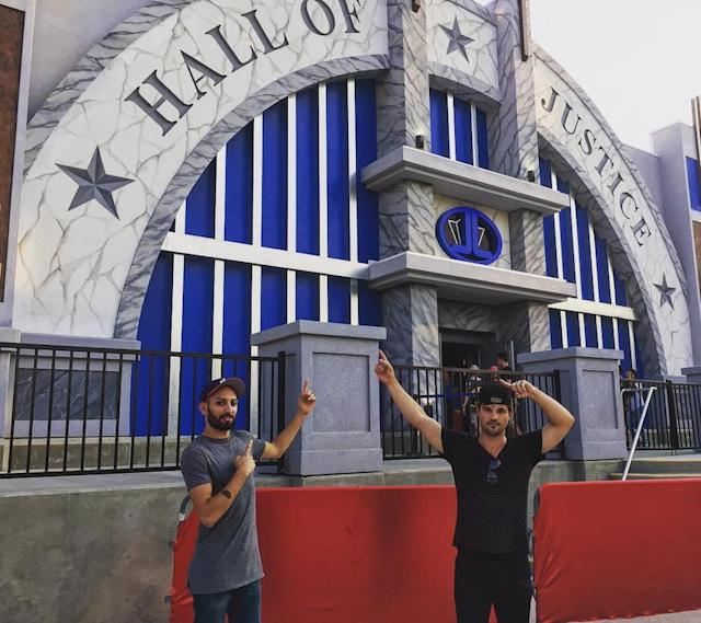 "<p>The <em>Twilight</em> star was psyched to be at Six Flags Magic Mountain to check out the new <a href=""https://www.instagram.com/p/BWqIPFfh5NV/?taken-by=taylorlautner"" rel=""nofollow noopener"" target=""_blank"" data-ylk=""slk:Justice League: Battle for Metropolis"" class=""link rapid-noclick-resp""><em>Justice League</em>: Battle for Metropolis</a> ride. Can't you tell by the pointing? (Photo: Taylor Lautner via Instagram)<br><br></p>"