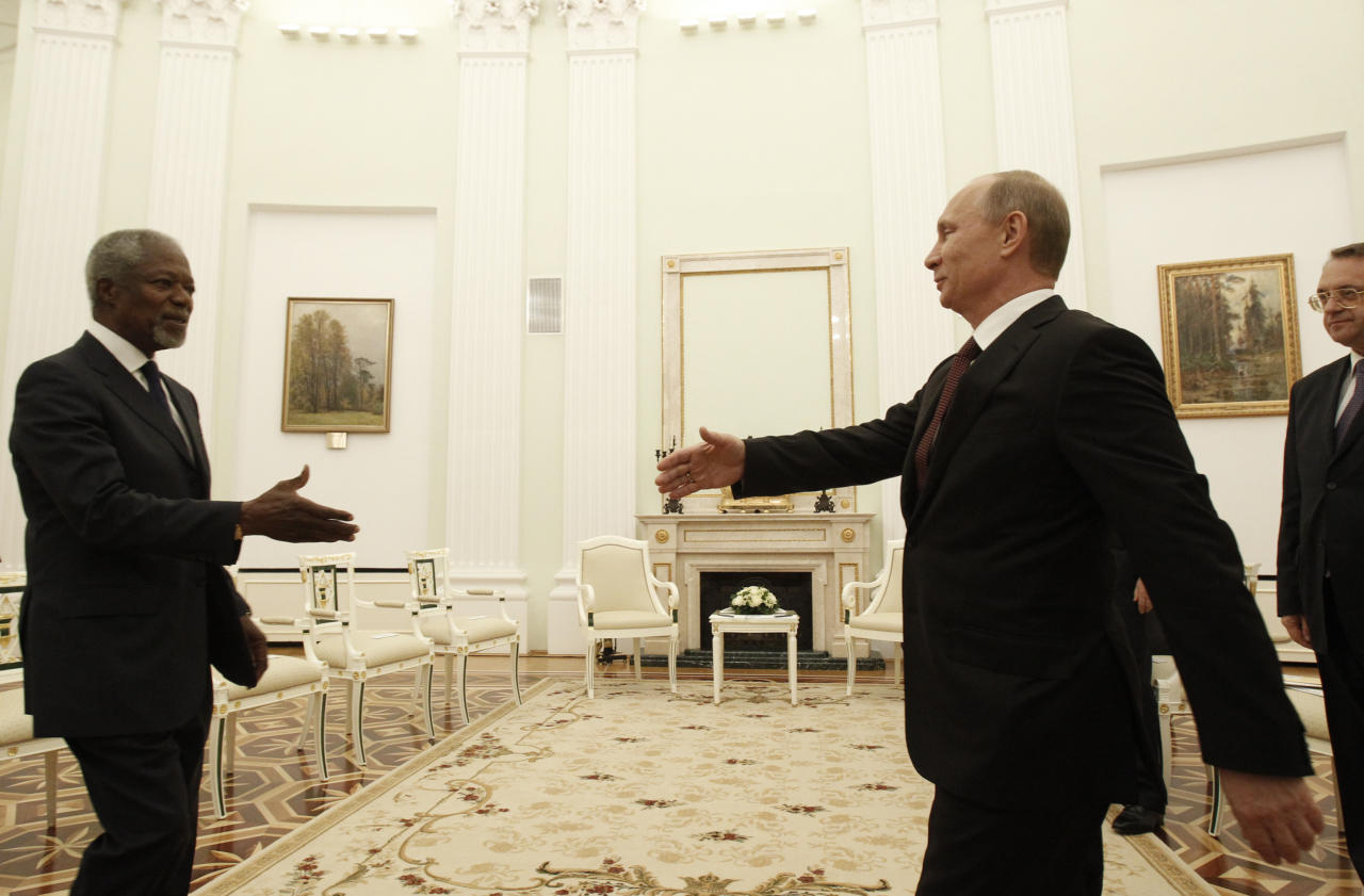 <p>Russian President Vladimir Putin (R) prepares to shake hands with United Nations envoy Kofi Annan during a meeting at the Kremlin in Moscow July 17, 2012. (Photo: Sergei Karpukhin/Reuters) </p>