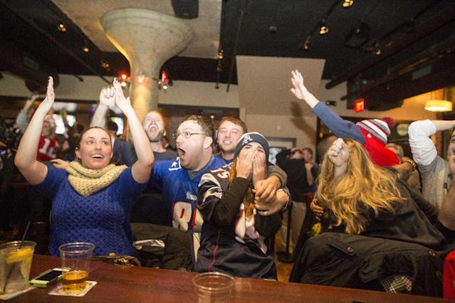 Fans cheer after the Patriots defeat the Seattle Seahawks in Super Bowl XLIX on February 1, 2015 in Boston, Massachusetts (AFP Photo/Scott Eisen)