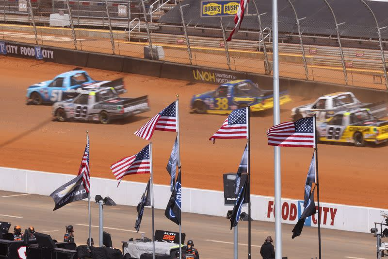 NASCAR: Pinty's Truck Race on Dirt