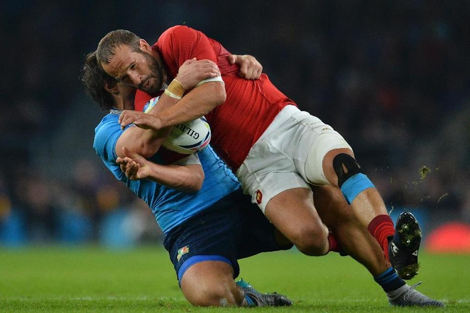 French fly half Frederic Michalak (R) is tackled by Italy's Enrico Bacchin during their Rugby World Cup Pool D match at Twickenham stadium on September 19, 2015 (AFP Photo/Glyn Kirk)