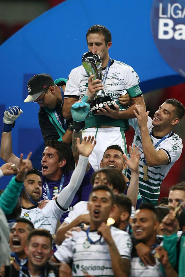 Football Soccer - Mexican First Division Final Second Leg - Toluca v Santos Laguna - Nemesio Diez stadium, Toluca, Mexico May 20, 2018. Carlos Izquierdoz of Santos Laguna kisses the trophy after winning the Mexican First Division Final. REUTERS/Edgard Garrido