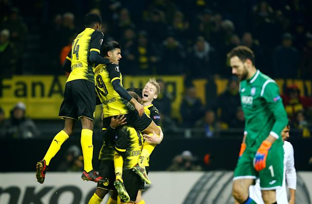 Soccer Football - Europa League Round of 32 First Leg - Borussia Dortmund vs Atalanta - Signal Iduna Park, Dortmund, Germany - February 15, 2018 Borussia Dortmund's Michy Batshuayi celebrates scoring their third goal with teammates REUTERS/Leon Kuegeler TPX IMAGES OF THE DAY