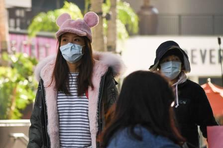 86731432_Visitors to the Hollywood &amp Highland mall in Hollywood wear face masks on January 27 202.jpg