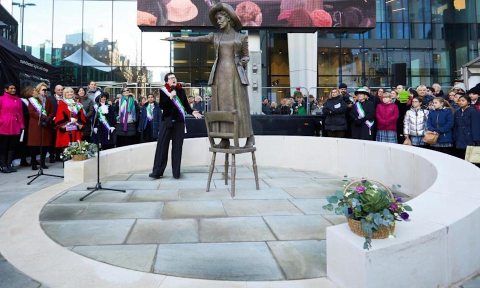 Hazel Reeves with her statue at its unveiling in 2018.