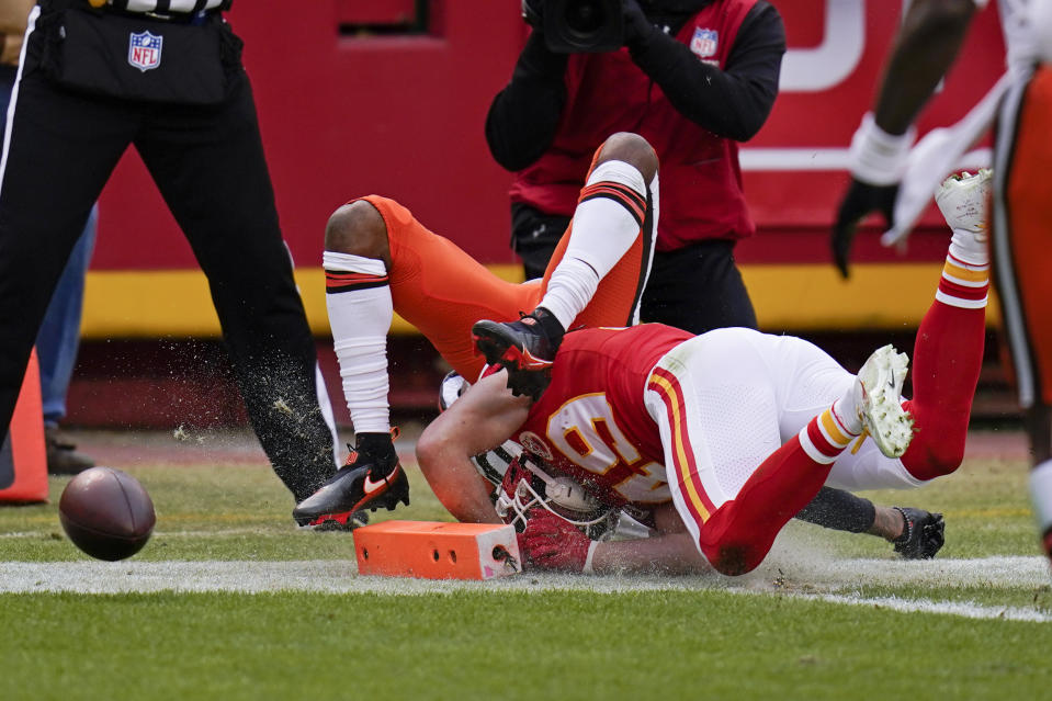 Should this have been a penalty on Kansas City? (AP Photo/Jeff Roberson)