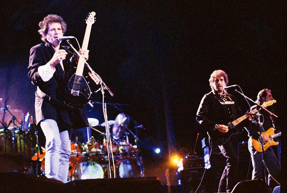 <p>Keith Richards and Bob Dylan performing on stage at the Guitar Legends Expo in 1991.</p>