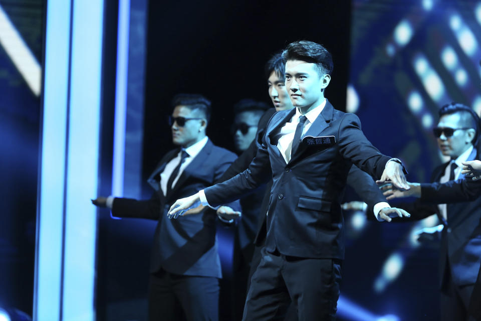 Winner Teoh leading a performance at Star Search 2019. (PHOTO: Mediacorp)