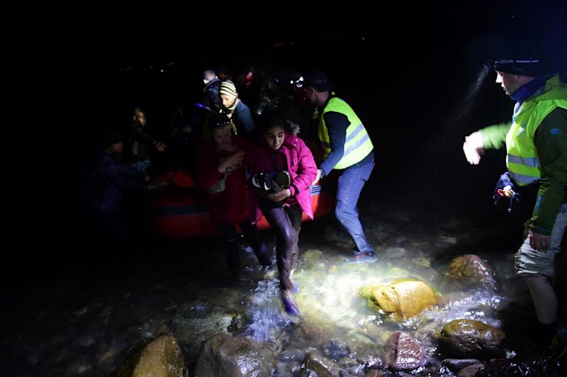 Migrants and refugees arrive on the Greek island of Lesbos after crossing the Aegean Sea from Turkey on November 20, 2015 (AFP Photo/Bulent Kilic)